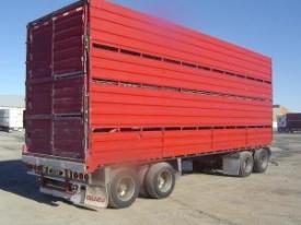 2000 Domett Livestock Trailer with 2/4 deck crate