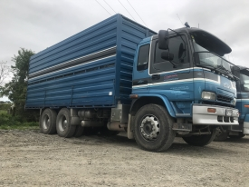 2008 ISUZU complete with 1/2 deck weaner crate