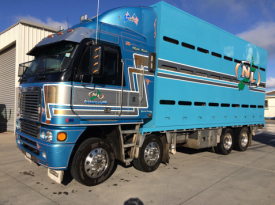FRIEGHTLINER ARGOSY TRUCK AND CRATE